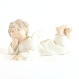 Angel, Reclining 1014541 - Lladro Porcelain Figure