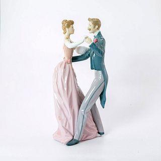 Anniversary Waltz 1001372 - Lladro Porcelain Figurine