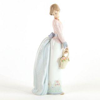 Basket of Love 1007622 - Lladro Porcelain Figure