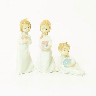 Christmas Morning 1005940 - Lladro Porcelain Figure