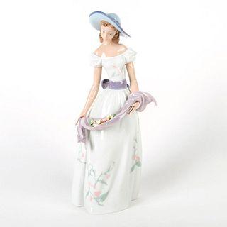 Fragrancs & Colors 1006866 - Lladro Porcelain Figurine