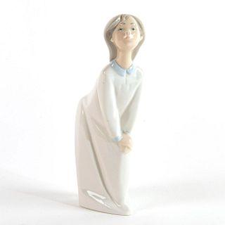 Girl Kissing 1004873 - Lladro Porcelain Figure