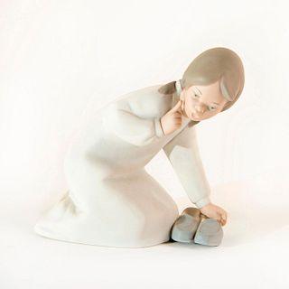 Little Girl w/Slippers 1014523 - Lladro Porcelain Figure