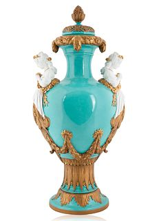 A RUSSIAN PORCELAIN COVERED URN, IMPERIAL PORCELAIN MANUFACTORY, PERIOD OF ALEXANDER II (1855-1881)