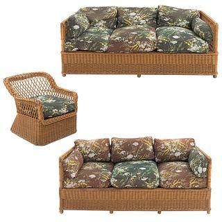 Sala. Siglo XX. Elaborada en madera y mimbre tejido. Consta de: sillón y par de sofás de 3 plazas. Con asientos acojinados.
