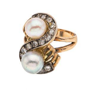 Anillo con perlas y diamantes en oro amarillo de 12k. 2 perlas cultivadas color crema y gris de 6 mm. 16 diamantes corte 8 x 8.<...
