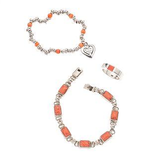 Dos pulseras y anillo con ágatas y corales en plata .925.