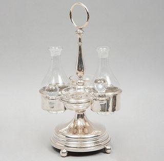 Convoy. Siglo XX. Elaborado en plata. Con vinagrera, aceitera, 2 depósitos de vidrio y soportes tipo bollo.