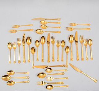 Lote de cubertería. Siglo XX. Elaborados en metal dorado. Servicio para 6 personas. Piezas: 36