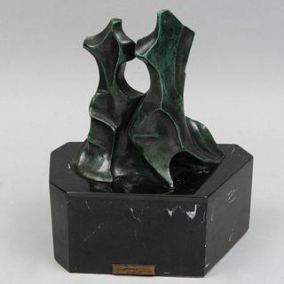 M.MICHEL. Abstracción. Firmada. Fundición en bronce patinado. Con base de mármol negro jaspeado. 33 cm altura (con base)