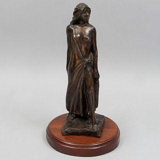 ANÓNIMO. Mujer semidesnuda. Fundición en bronce. Con base de madera. 40 cm altura (con base)