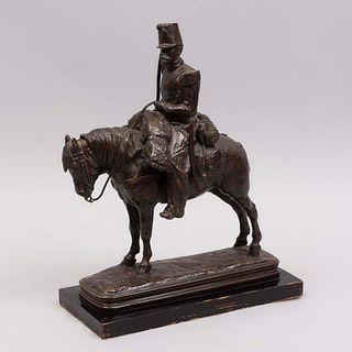 FIRMA SIN IDENTIFICAR. Soldado de caballería. Firmado. Fundición en bronce. Con base de madera color negro. 37 cm altura (con base)