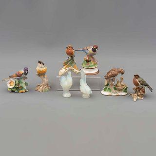 Colección de aves. Origen europeo. Siglo XX. Elaborada en porcelana y cerámica. Decorados con elementos vegetales.