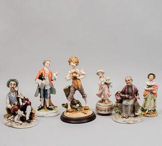 Lote de 6 figuras decorativas. Japón y Taiwán. SXX. Elaboradas en porcelana, cerámica y resina moldeada. Algunas marca Lefton y Ardco.