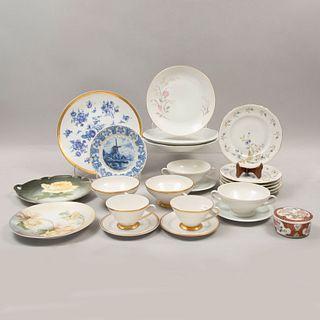 Servicio abierto de vajilla. Diferentes orígenes y modelos. Siglo XX. Elaborada en porcelana. Marca Coronación, entre otras.