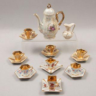 Lote de 18 piezas. Alemania y Japón. Siglo XX. Diferentes diseños. Elaboradas en porcelana, una Bavaria marca Keratina.