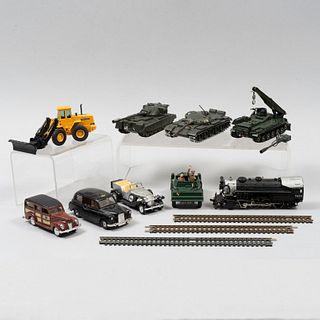 Lote de tanques y vehículos a escala. Inglaterra, Italia, Hong Kong y China, siglo XX. Fundiciones en metal y resina policromada.Pz:9