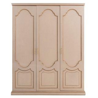 Armario. SXX. Elaborado en madera color beige. A 3 cuerpos. Con 3 puertas abatibles con tiradores de metal dorado. 228 x 183 x 69 cm
