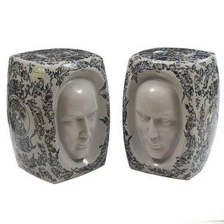 Par de bancos para jardín. Siglo XX. Elaborados en cerámica. Decorados con amorcillos y rostros en alto relieve. 43 cm altura