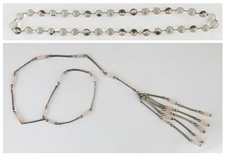Strand of 13mm Glass Beads, 20th c., each of the 37 beads with a floral decorated silver overlay band, joined by small silver circular links, L.- 29 i