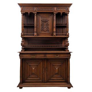 Buffet. Francia. Siglo XX. Estilo Enrique II. En talla de madera de nogal. Con 2 cajones y 3 puertas. 215 x 143 x 60 cm