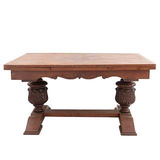 Mesa. Francia. SXX. En talla de madera de roble. Con cubierta rectangular, sistema de extensiones y extensiones. 75 x 145 x 100 cm
