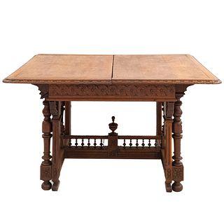 Mesa. Francia. SXX. Estilo Bretón. En madera de roble. Con cubierta rectangular y sistema de extensiones. 75 x 133 x 112 cm