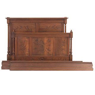 Cama matrimonial. Francia. Siglo XX. Estilo Enrique II. En talla de madera de nogal. Con cabecera, piecera y largueros.