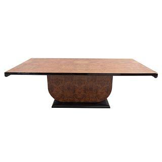 Mesa. Siglo XX. Elaborada en madera enchapada de raíz y ebonizada. Con cubierta rectangular. 79 x 240 x 120 cm