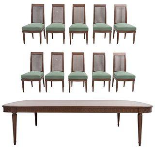 Comedor. Siglo XX. En talla de madera. Consta de: Mesa y 10 sillas. 76 x 298 x 146 cm Piezas: 11