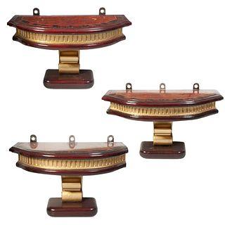 Lote de 3 peanas. Siglo XX. Elaboradas en madera entintada y laqueada. Con cubiertas irregulares enchapadas y fustes tipo roleo.