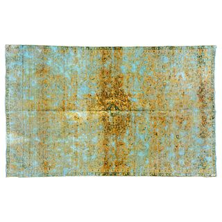 Tapete. Siglo XX. Estilo vintage. Anudado a mano en fibras de lana y algodón. Marca Qurama. Decorado con medallón central. 323 x 200 cm