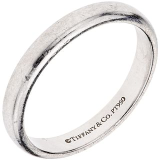 RING IN PLATINUM, TIFFANY & CO., CLASSIC COLLECTION Weight: 4.7 g. Size: 7