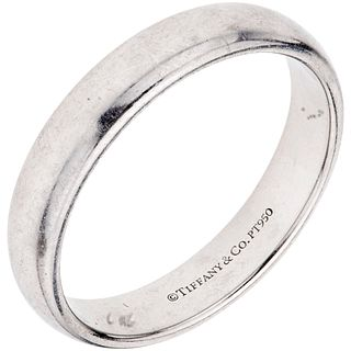 RING IN PLATINUM, TIFFANY & CO., CLASSIC COLLECTION Weight: 9.2 g. Size: 10 ¾