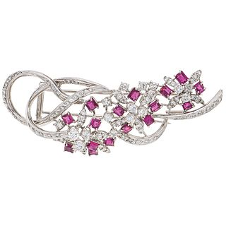 BROOCH WITH RUBIES AND DIAMONDS IN 18K WHITE GOLD 16 Round cut rubies ~2.40 ct and 85 Diamonds (different cuts) ~1.30 ct