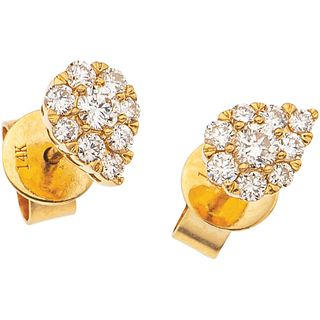 PAIR OF STUD EARRINGS WITH DIAMONDS IN 14K YELLOW GOLD 18 Brilliant cut diamonds ~0.46 ct. Weight: 1.8 g