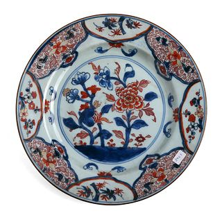 A CHINESE BLUE AND WHITE FLORAL DISH
