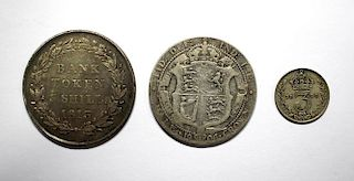 An 1813 three shilling bank token of VF or better together with an Edward VII halfcrown, 1906 and a