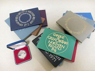 Silver proof crown 1977 & 19 no. decimal proof coins sets