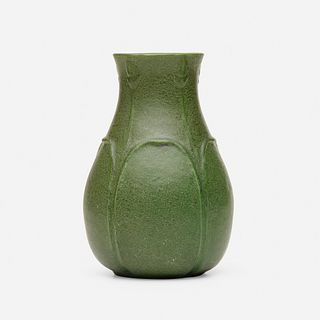 Grueby Faience Company, Vase