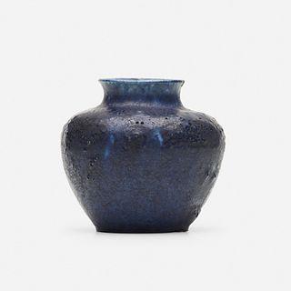 Grueby Faience Company, Cabinet vase