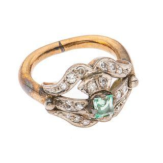 Anillo con esmeralda y diamantes en oro amarillo de 12k. 1 esmeralda corte cuadrado con fractura. 20 diamantes corte 8 x 8. Ta...