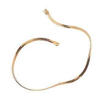 Collar en oro amarillo de 14k. Diseño planchado. Peso: 21.3 g.