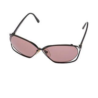 Gafas para sol Christian Dior. Armazon en resina color negro. Micas color negro.