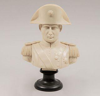 Busto de Napoleón Bonaparte. México. Siglo XX. Elaborado en pasta moldeada acabado crudo con base escalonada circular.