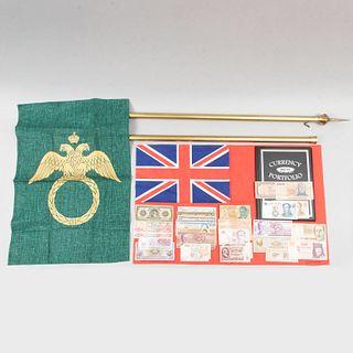 Lote mixto. Siglo XX. Consta de: asta, 2 banderas, colección de billetes y álbum para billetes.