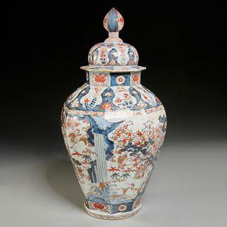 Large Imari porcelain covered jar, ex-Christie's