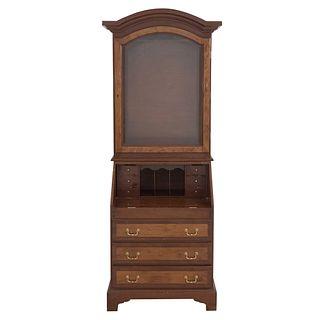 Secreter. Siglo XX. Elaborado en madera tallada y enchapada. A 2 cuerpos. Con puerta abatible con cristal y 9 cajones. 211 x 84 x 48 cm