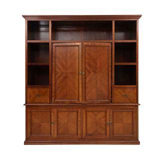 Librero. SXX. Talla en madera. Con 6 puertas abatibles, 2 cajones con tiradores de metal dorado y 8 vanos. 242 x 223 x 70 cm
