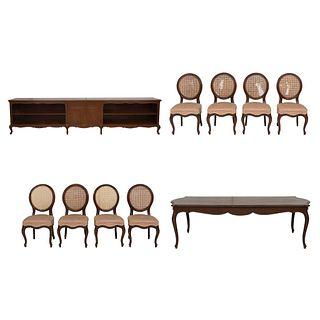 Comedor. Siglo XX. Talla en madera. Consta de: Mesa, 8 sillas y trinchador. 91 x 390 x 58 cm  Piezas: 10